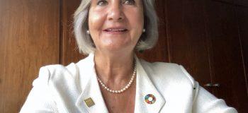 Glòria Pérez-Salmerón recibe la distinción 'Honorary Fellow' de la IFLA